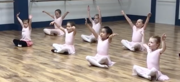 Primary dancers in Powell River